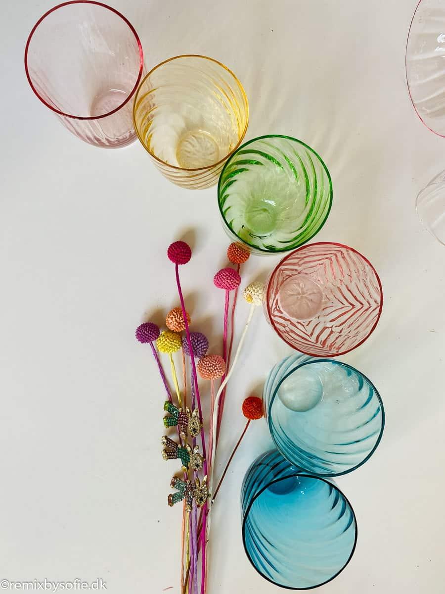 anna von lipa mix & match, swil glas, wawe glas, harlekin glas, tumbler, vand glas, drikkeglas, drinking glass, farvet glas, boliginteriør, borddækning, glas fra anna von lipamix & match swirl glas