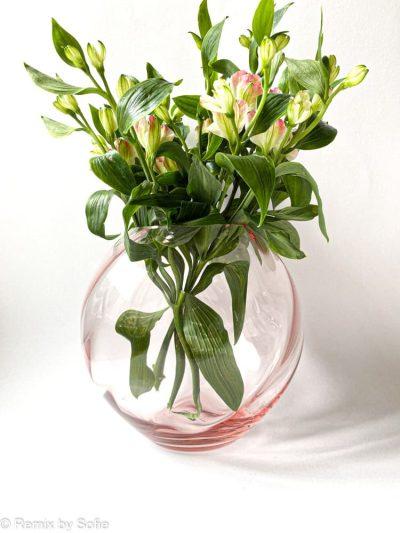 swirl vase i , 18 cm, anna von Lipa glas, Anna von Lipa forhandler, anna von lipa kugle vase, mundblæst vase, vase anna von lipa, kuglevase, rund vase, blomster vase, tulipanvase, boliginteriør, remix by sofie, runde vaser, swirlvase, twisted glass