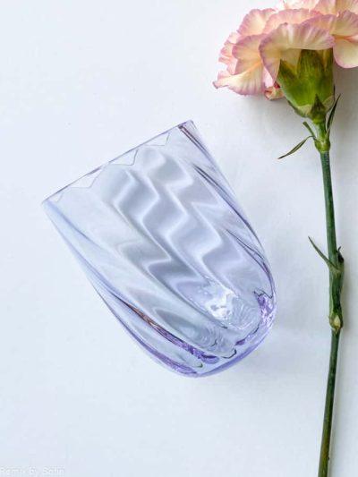 swirl glas i syren lilla, anna von lipa mix & match, swirl glas, wawe glas, harlekin glas, tumbler, vand glas, drikkeglas, drinking glass, anna von lipa glas, remix by sofie anna von lipa forhandler,