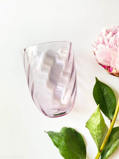 swirl glas i lyslilla, bambus glas, olive glas, bambus glas, anna von lipa mix & match, swil glas, wawe glas, harlekin glas, tumbler, vand glas, drikkeglas, drinking glass, farvet glas, boliginteriør, borddækning, glas fra anna von lipa, anna von lipa forhandler, remix by sofie