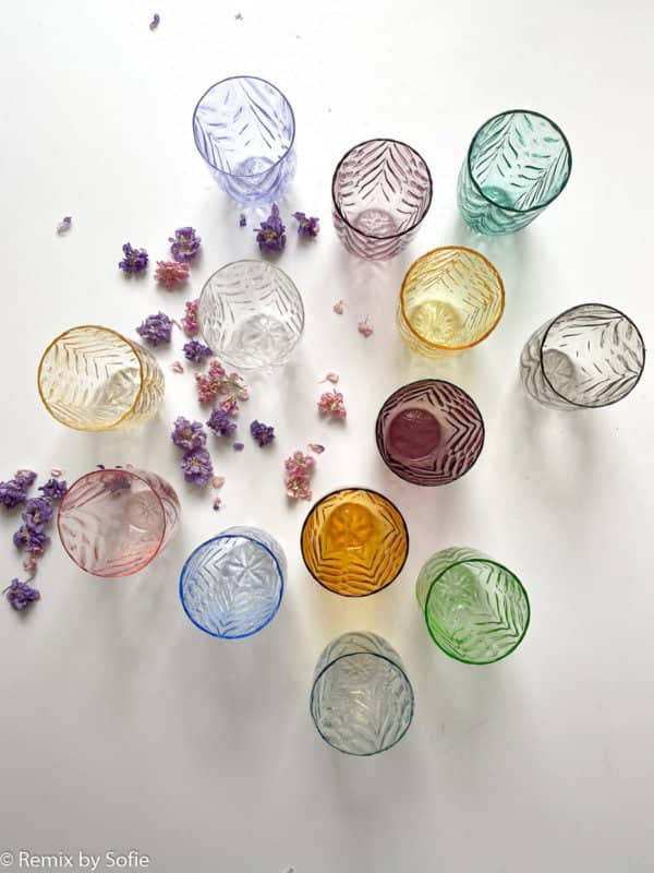 anna von lipa mix & match, swil glas, wawe glas, harlekin glas, tumbler, vand glas, drikkeglas, drinking glass, farvet glas, boliginteriør, borddækning, glas fra anna von lipaanna von lipa, skål i pindsvineglas, skål 17 cm, hobnailglass, bohemian glass, handblown glass, mundblæst glas