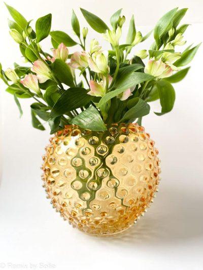 pindsvine vase 18 cm i lys amber, anna von lipa vase, vase i pindsvine glas, mundblæst glas, hobnail glass, bohemian glass, remix by sofie, vase, blomstervase, vase fra Anna von Lipa, bordækning