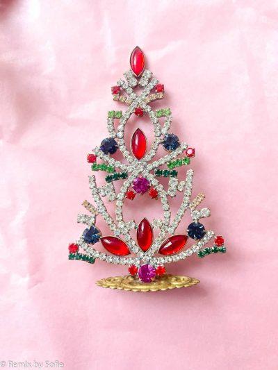 juletræer i rhinsten, rhinstens juletræ, rhinstenstræ, juletræ i rhinststen, vintage juletræ, juletræ i vintagesten, vintage rhinstone, juletræer i sten, julepynt,christmas tree rhinstones, christmas ornament, Czech christmastree, remix by sofie,rhinstensjuletræ, julepynt, vintagejul, juletræ fra tjekkiet, tjekkiske jul