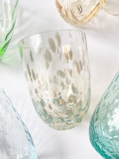 confetti glas ocean, colorit, anna von lipa, remix by sofiemundblæst glas, confetti, farvet glas, opal glas, opalglas,bordækning,anna von lipa mix & match, swil glas, wawe glas, harlekin glas, tumbler, vand glas, drikkeglas, drinking glass, kolorit