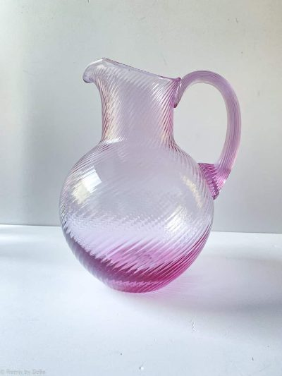 anna von lipa, swirl kande, glas kande, mundblæst kande, glaskande, kande i mundblæst glas, vandkande, spiralkande
