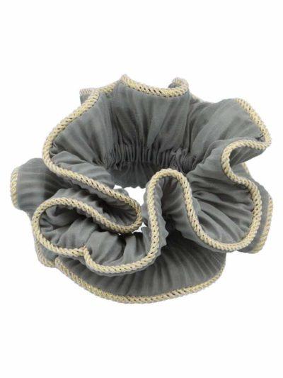 bow's by stær, scrunchie, lilje scrunchie, lilje, hårtilbehør, hårpynt, grå scrunhie, grå, grey,