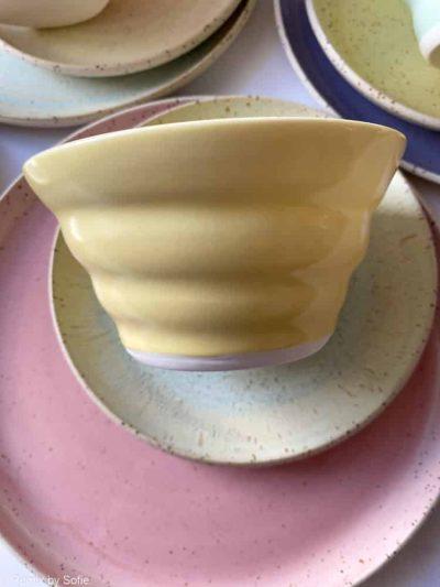 lysegul skål, skål, morgenmadsskål, skål tilmorgenmad, snackskål, rikke magelesen keramik, porcelænsskål, skål i porcelænsler, remix by sofie