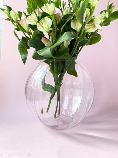 swirl vase i klar 18 cm, anna von Lipa glas, Anna von Lipa forhandler, anna von lipa kugle vase, mundblæst vase, vase anna von lipa, kuglevase, rund vase, blomster vase, tulipanvase, boliginteriør, remix by sofie, runde vaser, swirlvase, twisted glass