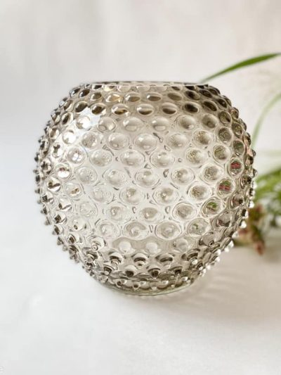 pindsvine vase 18 cm i lys chokolade, anna von lipa vase, vase i pindsvine glas, mundblæst glas, hobnail glass, bohemian glass, remix by sofie