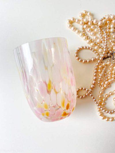 splash med rosa og lysegul, splash glas, anna von lipa big splash, opal glas, opaline glas, bohemian glasses, handblown glasses, mundblæste glas, glas med opal spots, remix by sofie, anna von lipa forhandler
