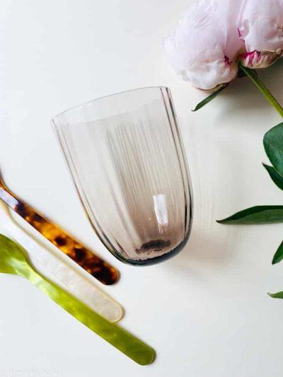 vintage violet bambus glas, bambus glas, anna von lipa mix & match, swil glas, wawe glas, harlekin glas, tumbler, vand glas, drikkeglas, drinking glass, farvet glas, boliginteriør, borddækning, glas fra anna von lipa, anna von lipa forhandler, remix by sofie