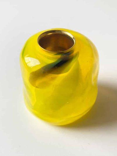 gul lysestage, gul tidal lysestage, lysestager, mundblæste lysestager. opalglas, opaline, glass blow lysestage