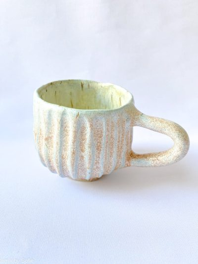 Hygge kop brede riller mintblå, kop i mint, keramik kop, ceramic cups, yellow kop, remix by sofie, mia lindbirk
