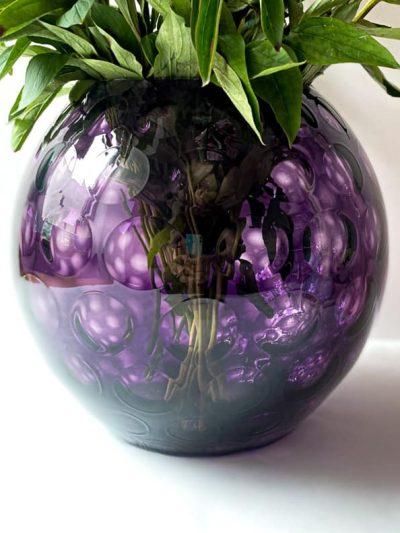 kuglevase 24 cm lilla med olive mønster, mundvlæst vase, handblown vase