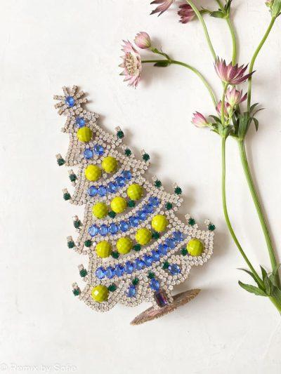 juletræer i rhinsten, rhinstens juletræ, rhinstenstræ, juletræ i rhinststen, vintage juletræ, juletræ i vintagesten, vintage rhinstone, juletræer i sten, julepynt, christmas tree rhinstones, christmas ornament, Czech christmastree, remix by sofie, rhinstens juletræ, julepynt, vintagejul, juletræ fra tjekkiet, tjekkiske jul, remix by sofie